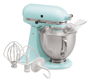 Because how am I supposed to make dough for my tarte tatin this winter if I don't have the classic Kitchen Aid mixer?  And it's so charming in baby blue!