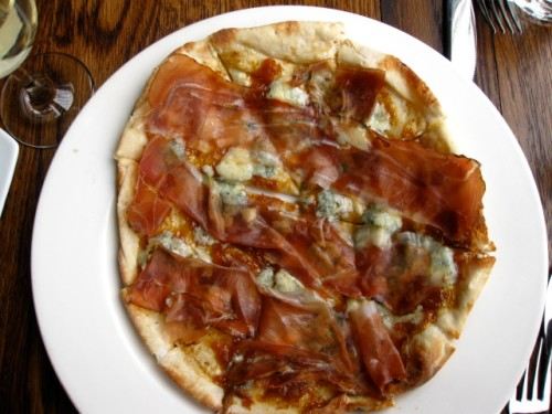 Scuderia pizza with fig jam, blue cheese and speck